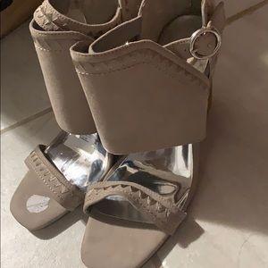 10 heel sandals never used